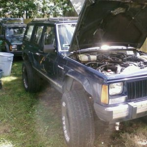 front view with my brothers 96 XJ in the background.