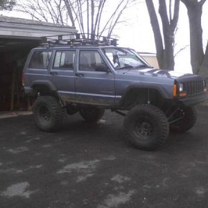 "98 cherokee, 8.5 long arm lift, 35"" procomp, roof rack, sye, warn rear bumper, ITS FORSALE"
