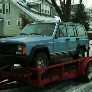 bringing the first of many xj's home.. $400 off CL with a title.. like new A/T's to boot..